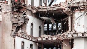 Gebäudeabbruch durch Maschinerie für Neubau Stockfotos