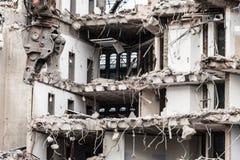 Gebäudeabbruch durch Maschinerie für Neubau Stockfotografie
