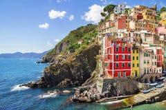 Gebäudearchitektur in Cinque Terre - fünf Länder, an Riomaggiore-Dorf lizenzfreie stockbilder