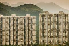 Gebäudeblock auf Hügel in Hong Kong stockfotografie