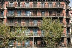 Gebäudefassade in Barcelona, Spanien lizenzfreie stockfotos
