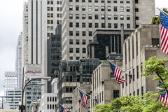 Gebäudefassade großes Apple New York City USA der amerikanischen Flagge Stockbild