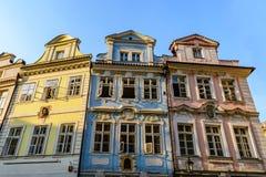 Gebäudefassaden in Prag Stockbild