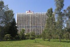 Gebäudehotel ` Fregatte ` im beliebten Erholungsort von Adler, Sochi Stockfoto