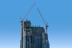 Gebäudekran und Gebäude im Bau Stockfotografie