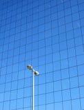 Gebäudereflexionen auf dem S Stockbild