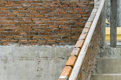 Gebäudestruktur des roten Backsteins ist zerbrechlich Horizontaler breiter brickwall Hintergrund stockfotos