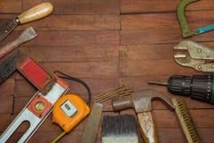 Gebäudewerkzeuge auf einem hölzernen Hintergrund Stockfotografie