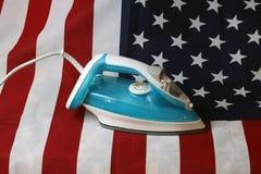 Gebügelte zerknitterte US-Flagge Stockfoto