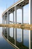 Gebündelte Lichtstrahlbrücke über Mondego Fluss Lizenzfreie Stockbilder