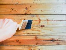 gebürstet auf Bauholz Stockbild