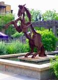 Gebürtige Skulptur am See Osoyoos, Britisch-Columbia, Kanada lizenzfreie stockbilder