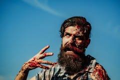 Gebaarde bloedige zombiemens Stock Foto's