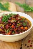 Gebackene Bohnen mit Gemüse Stockfoto