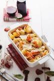 Gebackene Conchiglioni-Teigwaren mit srimps, Käse und Sahnesauce Lizenzfreie Stockfotografie