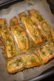 Gebackene Fischfilets in einer Ofenwanne Stockfoto