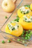Gebackene Rüben, angefüllt mit grünen Erbsen und Käse Stockfotografie