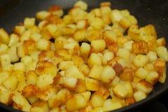Gebackene Stücke Kartoffeln Stockfotos