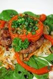 Gebackene Tomate mit Rindfleisch-Pastetchen Lizenzfreie Stockbilder