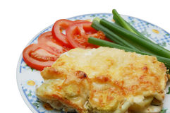 Gebackener Kartoffelpudding mit Tomate- und Frühlingszwiebel Stockfotografie