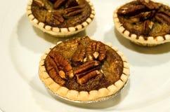 Gebackener Keks aalte sich gefüllt mit Walnüssen. Lizenzfreie Stockfotos