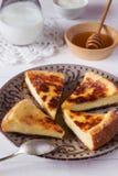 Gebackener Pudding mit Honig und Milch Lizenzfreies Stockfoto