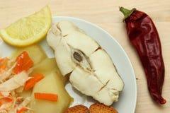 Gebackener Weißfisch mit Zitrone Lizenzfreie Stockfotos