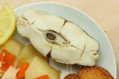 Gebackener Weißfisch mit Zitrone Stockbild
