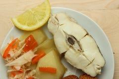Gebackener Weißfisch mit Zitrone Stockfotos