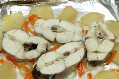 Gebackener Weißfisch mit Zitrone Lizenzfreie Stockbilder