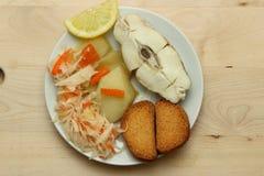 Gebackener Weißfisch mit Zitrone Stockfotografie