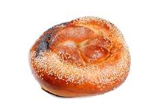 Gebackenes Brot mit den Mohnblumen- und Sesamsamen lokalisiert auf weißem backgr stockfotos