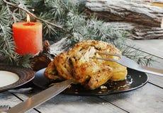 Gebackenes Huhn für Weihnachten lizenzfreie stockfotos