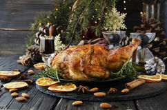 Gebackenes Huhn für Weihnachten oder neues Jahr Stockfotos