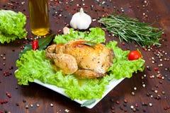 Gebackenes Huhn mit Salat Stockbild