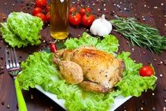 Gebackenes Huhn mit Salat Stockfotografie