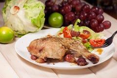 Gebackenes Huhn mit Trauben Stockfotos
