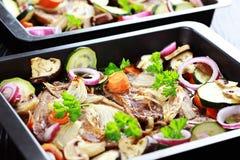 Gebackenes Schweinefleisch mit Gemüse lizenzfreies stockbild