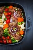 Gebackenes Schweinefleisch mit Gemüse lizenzfreie stockfotografie