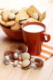 Gebakje met melk voor ontbijt Royalty-vrije Stock Afbeeldingen