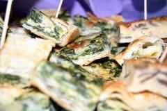 Gebakje met spinazie Stock Foto's