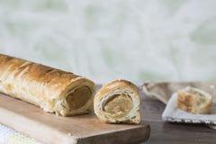 gebakjebroodje met amandeldeeg, snack voor Pasen of Sinterklaas-Vooravond in Nederland stock afbeelding