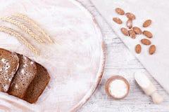 Gebakjeingrediënten voor baksel stock foto's