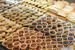 Gebakjes en koekjes stock foto's