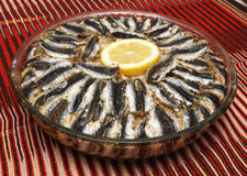 Gebakken ansjovis met rijst stock foto