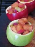 Gebakken appelen met kaneel Royalty-vrije Stock Afbeeldingen