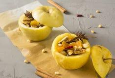 Gebakken appelen met kaneel Stock Foto