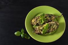 Gebakken aubergine met basilicum en kaas Stock Fotografie
