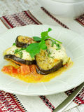 Gebakken Aubergine met mozarella en tomaten Stock Foto's