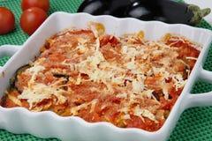 Gebakken aubergines met tomaat en kaas Stock Foto